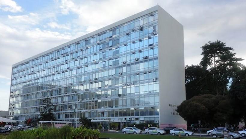 Ministério da Saúde abre concurso com 102 vagas
