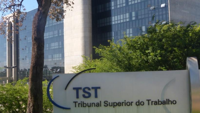 TST abre concurso com 52 vagas